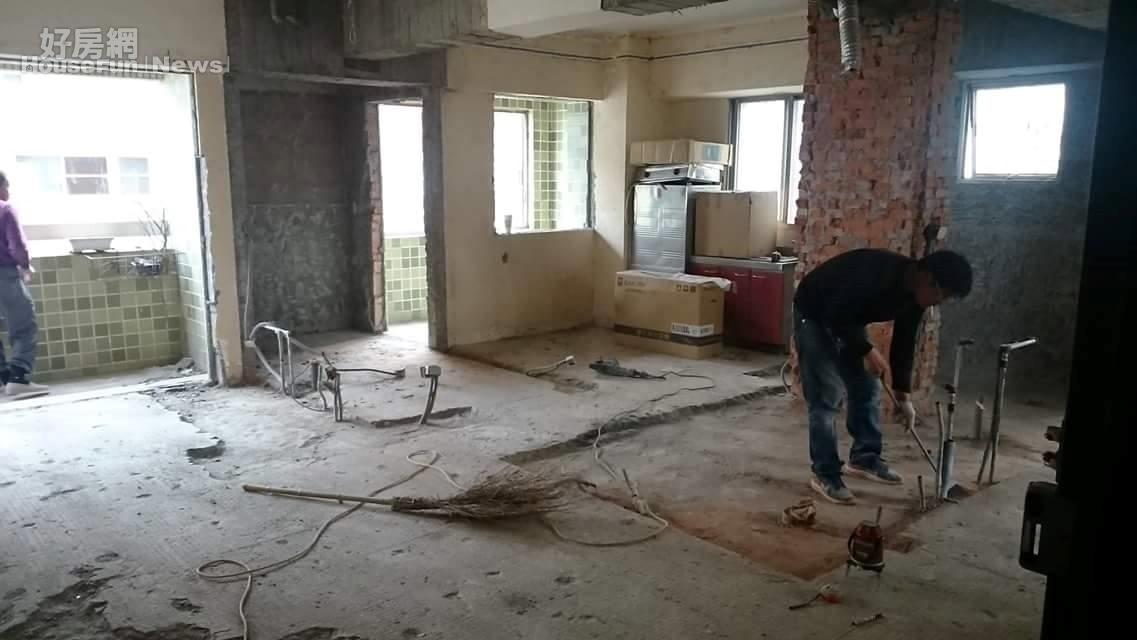裝潢 老屋翻新 客廳 木質地板 設計(屋主提供)