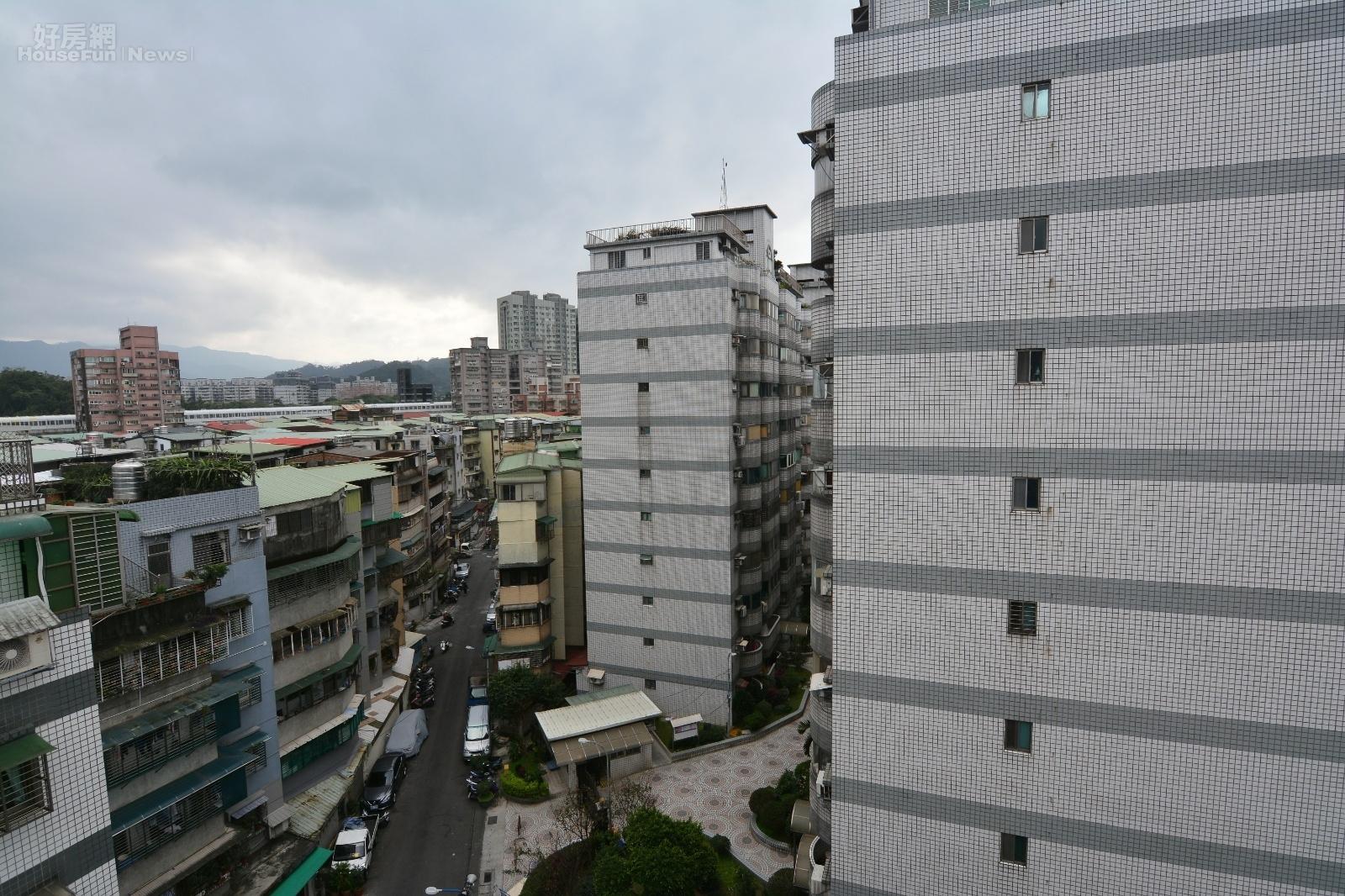 華廈與公寓情境。(好房網News記者 陳韋帆攝影)