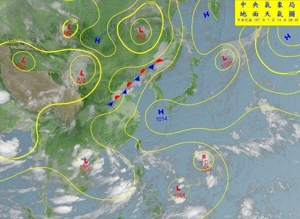 中央氣象局表示,目前南海到菲律賓東方南面都是大低壓帶,有許多熱帶擾動。圖/擷取自中央氣象局網站