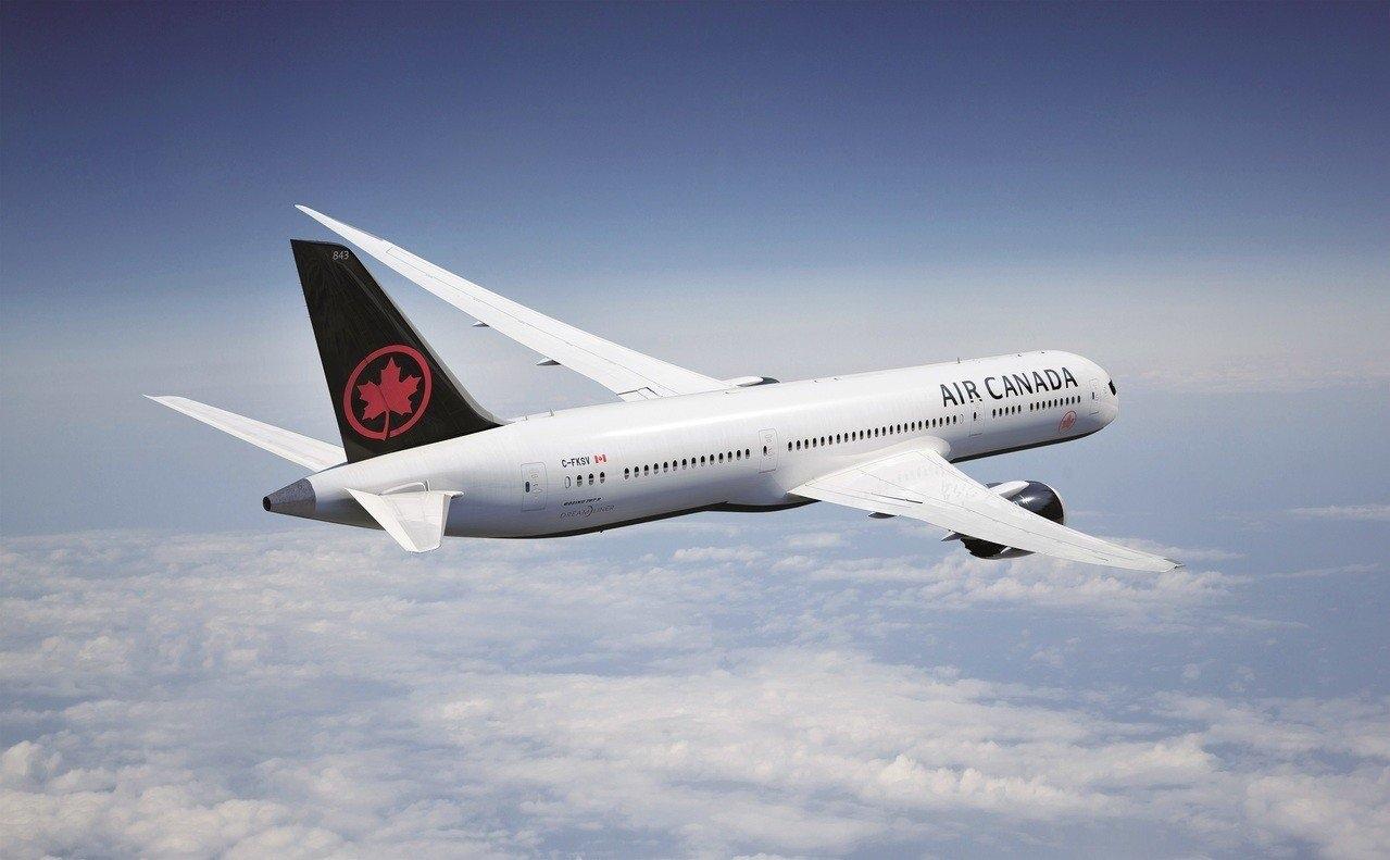 加拿大航空將於本周末首次推出限時三天的「周末驚喜價」,精選在台擁有高人氣的美國西岸兩大城為主打,台北飛往洛杉磯或舊金山來回只要1萬2,250元起(未稅價)。 圖/加拿大航空提供