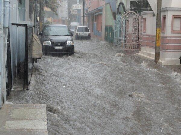 淹水 車子 水災 下雨 豪雨 示意圖