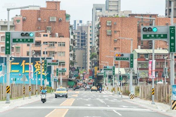 仁義重劃區以三重區仁義街為中軸,附近主要道路還有環河北路二段、仁愛街等。不過這地區周邊大都是二三十年以上的老公寓居多。(好房網News記者張聖奕/攝影)
