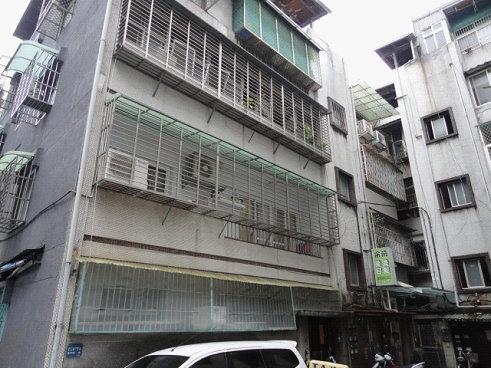位於北市文山區興隆路二段某公寓3樓,委託台灣金服標售,底價583萬。圖/台灣金服提供