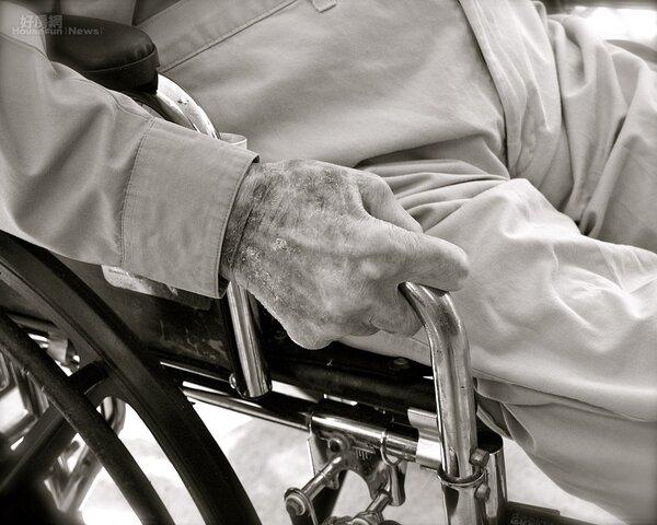 老人 病 輪椅
