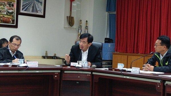 交通部長吳宏謀建議縣府重做鐵路高架化可行性評估,以符合「程序正義」,宜蘭人很不以為然。 記者戴永華/攝影