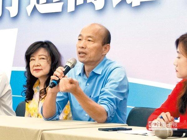 準高雄市長韓國瑜(中)說,勝選後就知道沒有蜜月期。(李義攝)