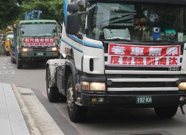 老車自救會預計本月十四日集結特種車在台北抗議。 記者黃仲裕/攝影