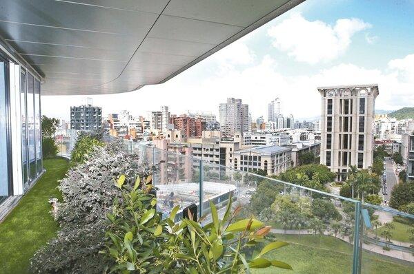 超豪宅「陶朱隱園」昨日舉辦「各戶專屬庭院設計說明會」,是取得使用執照後首度公開亮相。 記者林俊良/攝影