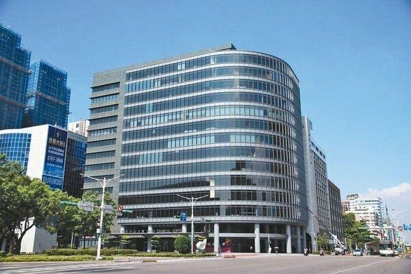 龍巖標售台北金融中心部分樓層,底價18.2億元,拆算建物每坪平均單價約116萬元。 圖/信義全球資產提供