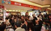 新光三越南西店周年慶 iStore人潮一樓排到三樓