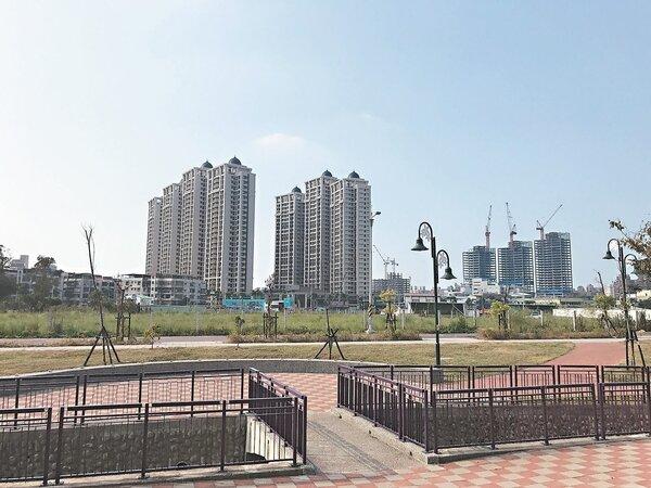 土城暫緩重畫區建案銷售不錯,後市也看好。日月光廣場日前開幕,生活機能再加分。 記者游智文/攝影