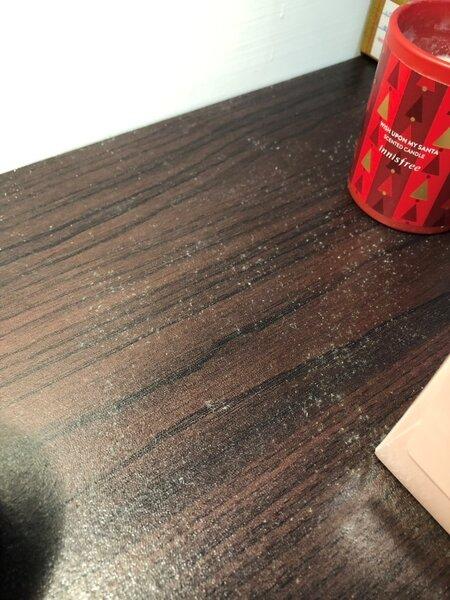木質家具易長黴,單純擦拭並無法根治。(圖/擷取自網友@raymond7021)