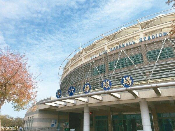 雲林縣斗六棒球場2005年完工啟用,縣府多年來自行營運苦撐,今年終於有廠商願意進駐。 記者陳雅玲/攝影