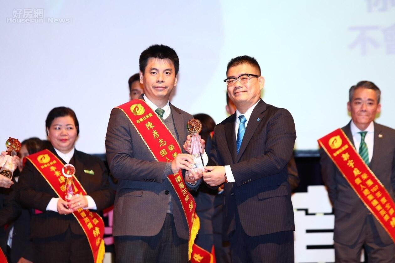 台北光復加盟店店長陳彥志勇奪有巢氏房屋雙料大獎