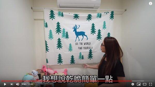 滴妹用簡單家飾品布置牆面,營造過節氣息。圖/擷取自滴妹YouTube