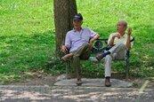 老老相互照顧成趨勢 老人住宅待關注