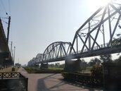 恐怖巧合!大樹舊鐵橋3年前也有人不堪長照壓力上吊