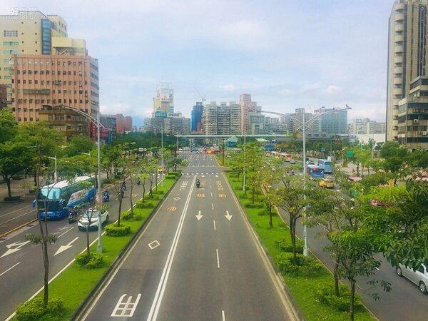 台北市中華路新貌。 楊欽亮 / 攝