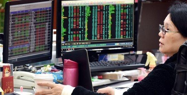 外資賣不停,台股失守年線。(圖/中國時報資料照片)