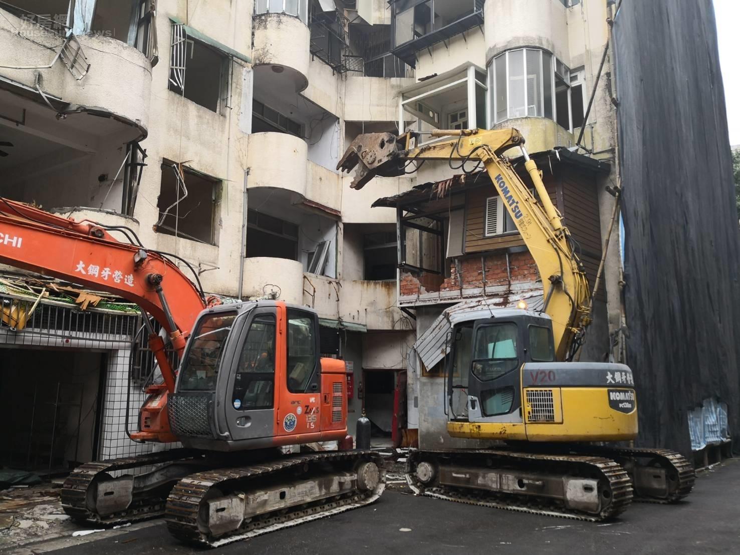 新北市府執行中和區南山段危老重建案老屋拆除作業。照片新北市城鄉局提供