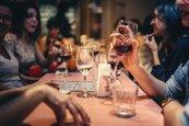 拒絕這4種聚會才成功 同學會只會互相比較、久違老友聚會可能為借錢