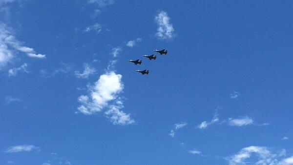 戰機演習失事,4架F-16以「追思致敬隊形」向失事飛官致上最高敬意。( 圖/聯合報系資料照片)