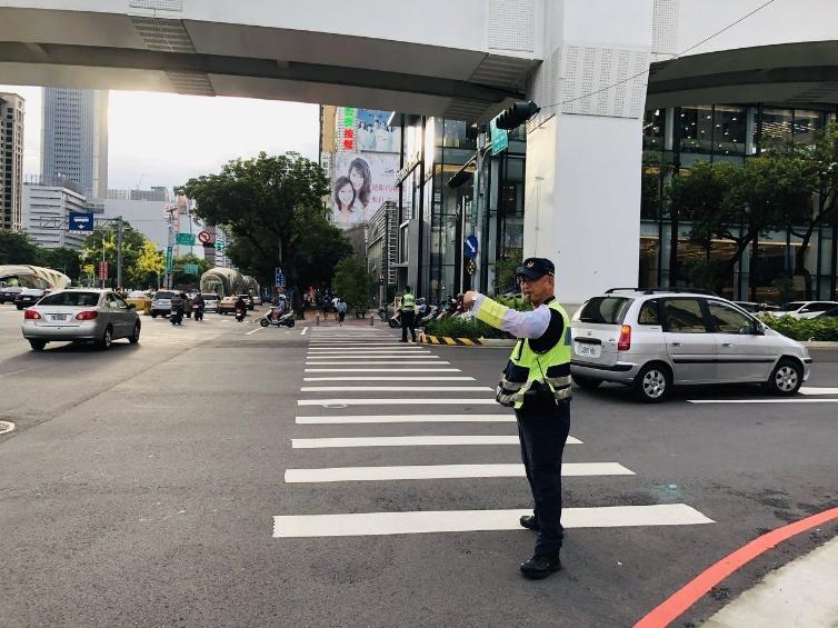 端午節連假將至,台中市警局交通大隊呼籲用路人避開壅塞路段,小心駕駛。圖/台中市政府警察局交通大隊提供