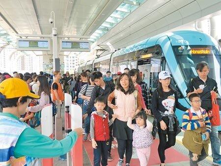 淡海輕軌將打造首座結合交通與商圈的「行動支付示範區」,預計今年陸續建構完成。(本報資料照片)