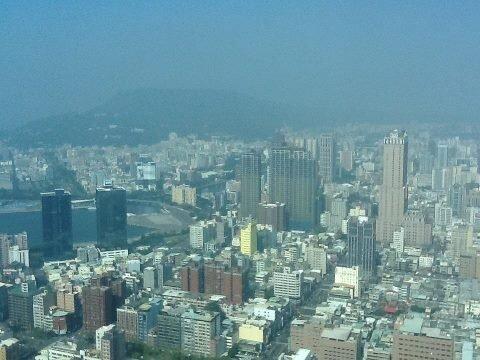 今年自開春以來,房市持續熱絡,尤以南台灣更是,圖為高雄空景。(圖/好房資料中心)