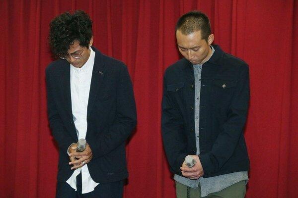 「浩角翔起」合體在公司時代創藝主導下合體,出面開記者會,阿翔(左)在浩子陪同下,一起向大眾及家人道歉。記者林俊良/攝影
