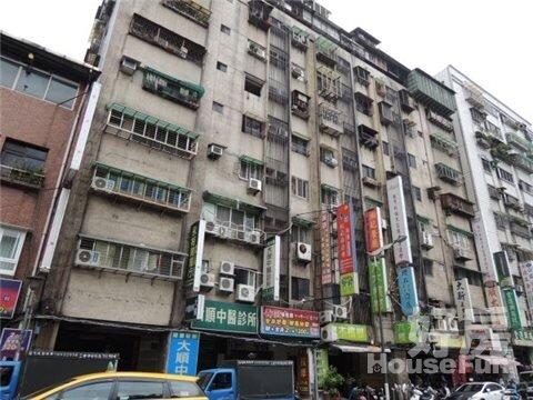 萬華區鑽石大樓外觀照。(圖/好房網資料照片)