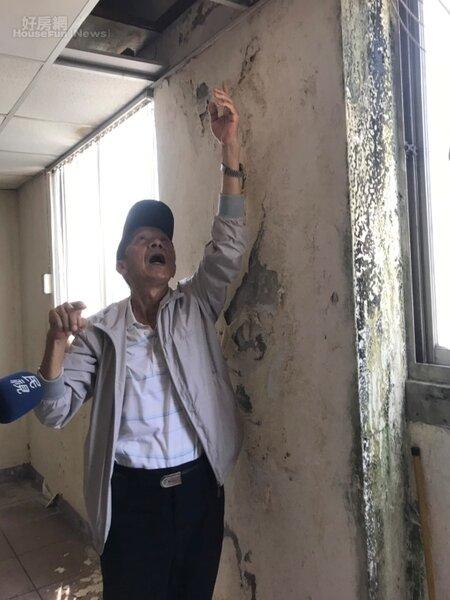 富貴角大樓住戶林老先生表示,地震造成家裡結構受損,希望政府協助促成都更。李彥穎攝