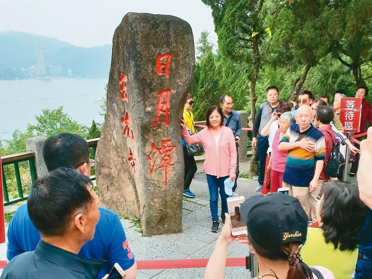 針對中國大陸暫停陸客來台自由行,台北市副市長鄧家基昨天列席行政院會,建議擴大免簽國家。 圖/聯合報系資料照片