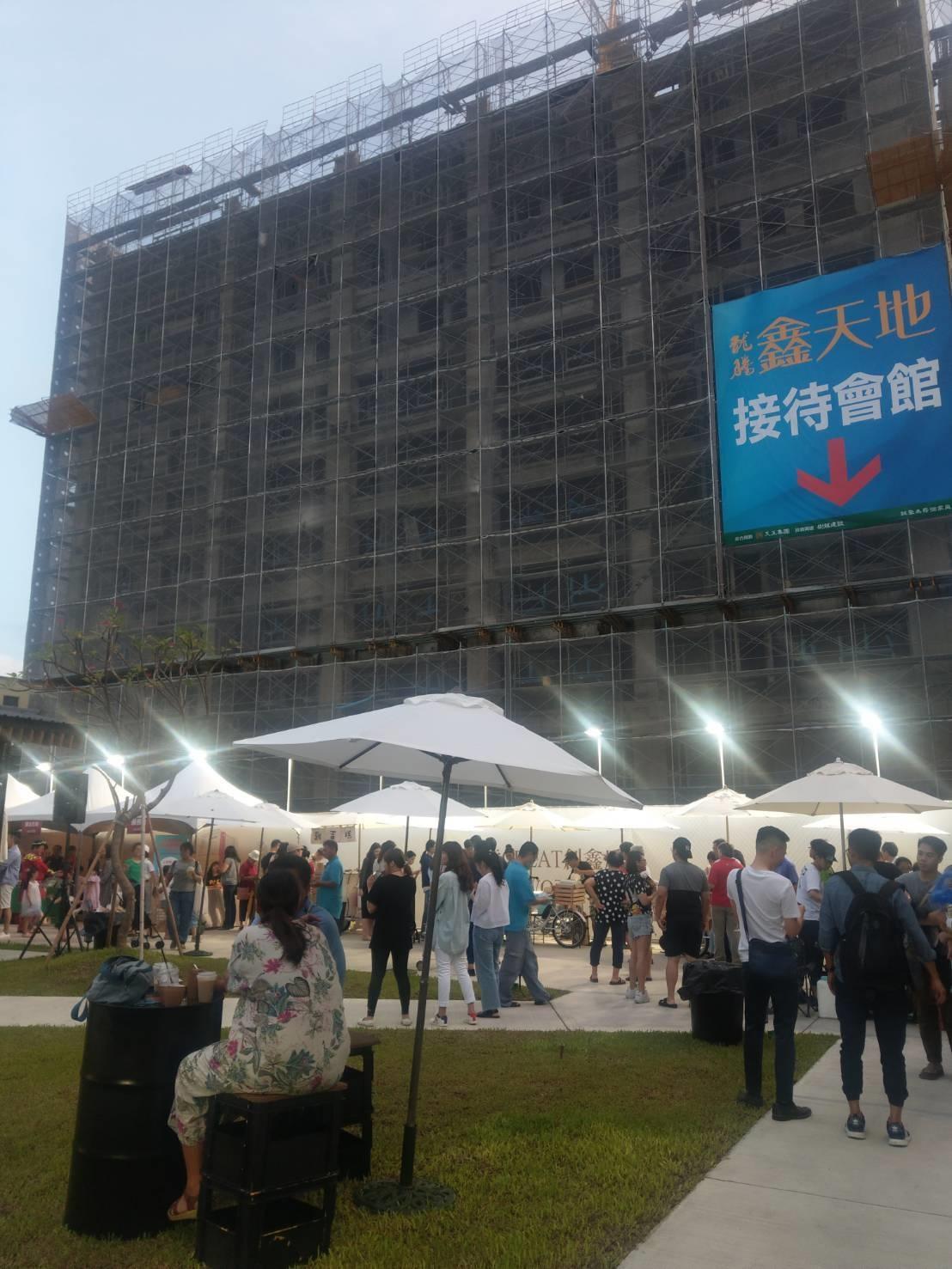 天玉集團在三民區推新案新─鑫天地2期,規畫文創餐車市集。記者謝梅芬/攝影