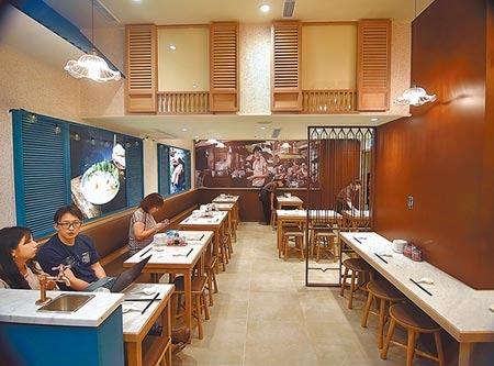 新加坡米其林推介的肉骨茶名店〈松發肉骨茶〉已正式入台,開在台北SOGO復興店的首店並已低調試營運,預計9/16日正式開幕。圖/姚舜