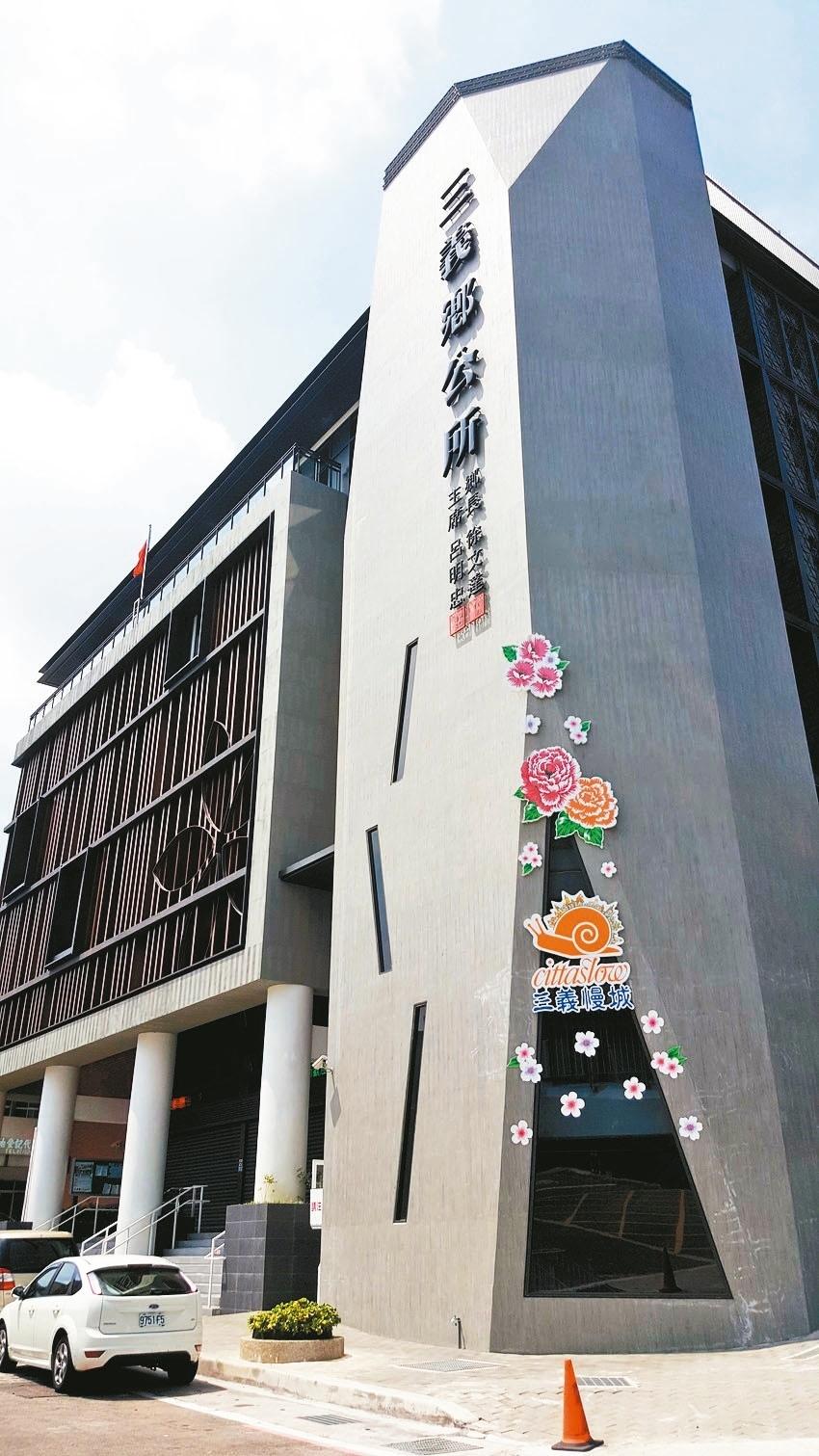 前年落成的三義鄉公所新大樓,是目前苗栗縣最新穎的鄉鎮市公所行政大樓。 記者胡蓬生/攝影