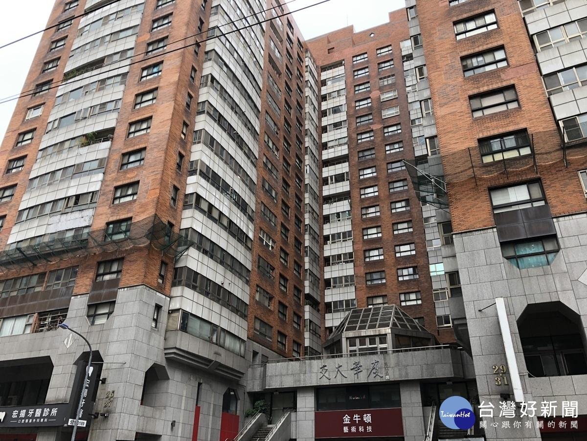屋齡已超過20年的「交大華廈社區」,樓高19層,外牆老化的問題嚴重。圖/台灣好新聞資料照