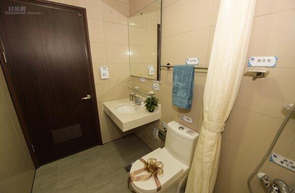 三峽國光青年社宅3房型的廁所。好房網News記者李彥穎攝