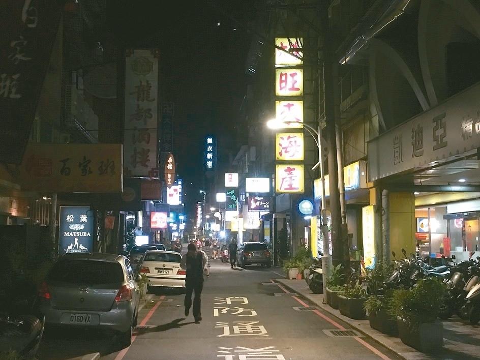 台北市中山區條通商圈,深獲不少遊客喜愛光顧。街景圖中店家非新聞當事人。 記者張世杰/攝影