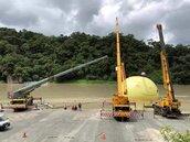 米塔颱風帶來豪雨 幾米月亮地景暫撤離