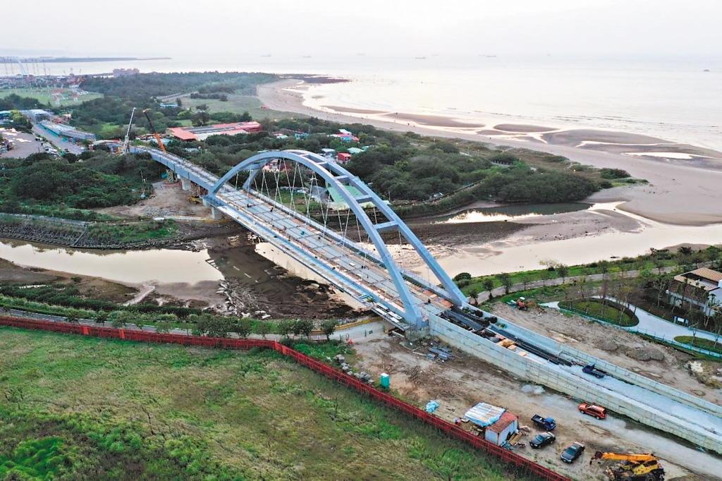 淡海輕軌藍海線第一期目前工程進度百分之九十三,預定年底完成。 圖/聯合報系資料照片
