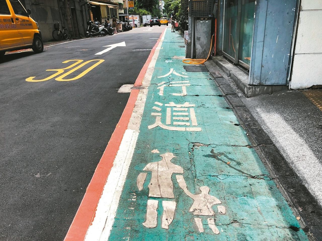 交通「十月新制」,巷弄道路時速上限將由40公里降為30公里。圖/記者邱瓊玉攝影