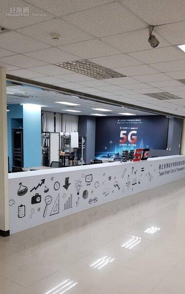 台北市資訊局,與遠傳電信及台灣雲端物聯網產業協會合作,在內湖運動中心架設全台第一個「5G開放試驗場域」。照片遠傳電信提供