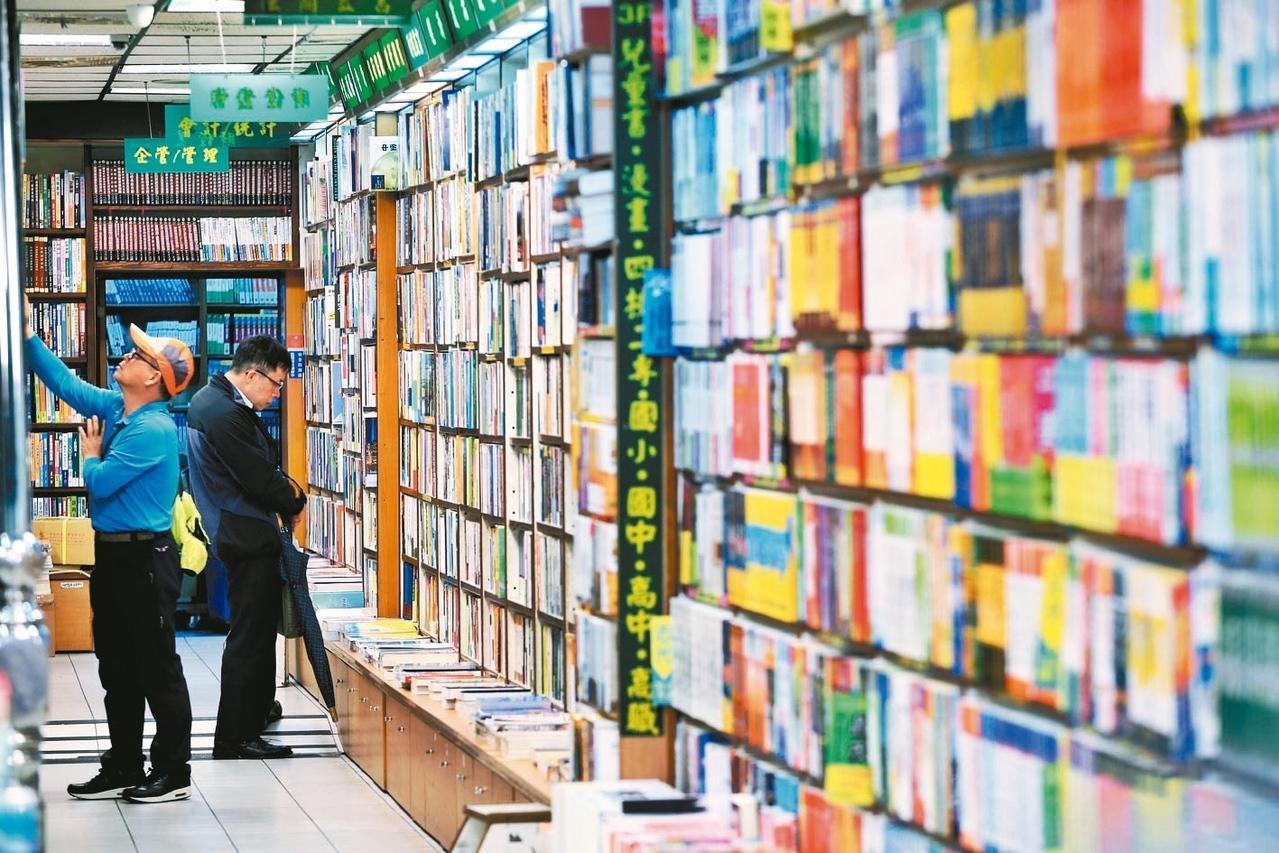 台灣圖書出版產值逐年萎縮,立委希望文化部對書店關注可拉開視野,做全盤檢視。 圖/聯合報系資料照片
