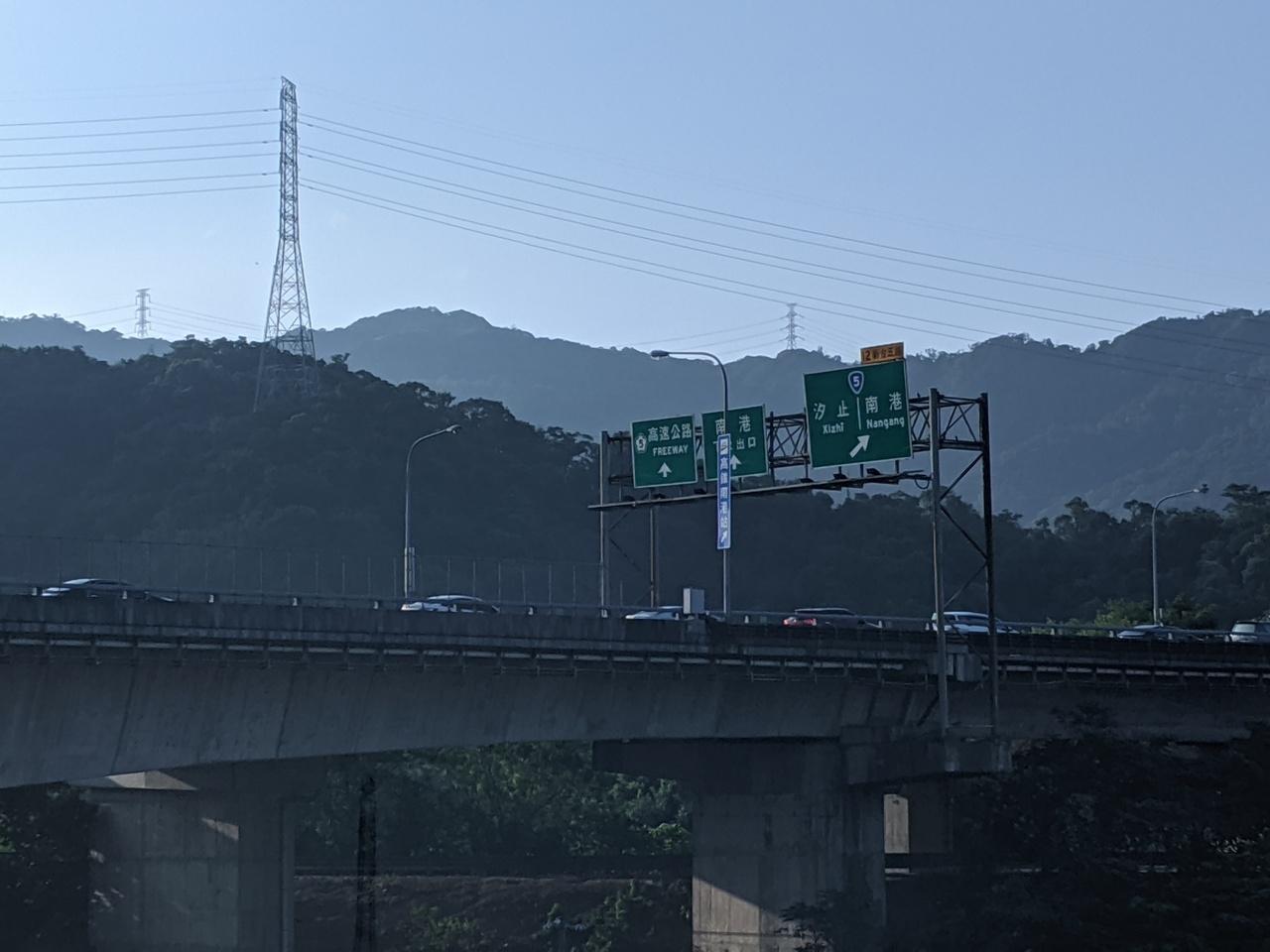 國慶連假首日,國5南下出現壅塞。