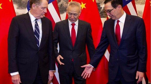 消息人士稱劉鶴(中)日前訪美並非空手而來,「中方準備好令貿戰降溫」。圖/香港01