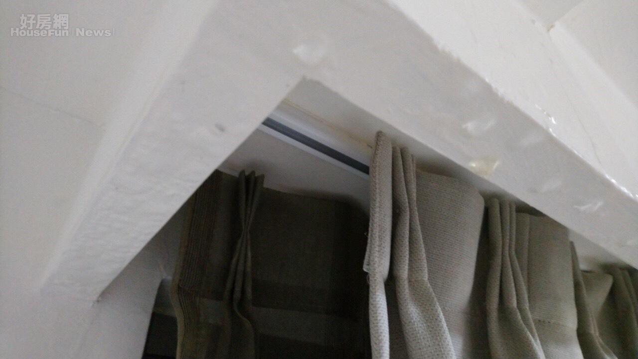 民眾投訴台北市興隆D2區社宅有漏水情形。照片台北市議員王欣儀提供