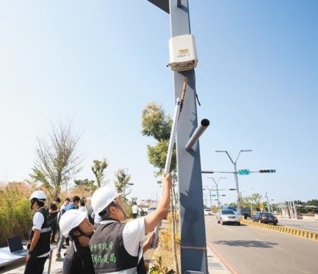 讓空氣汙染無所遁形!台中市府鎖定各大工業區布建511組「微型感測器」,天羅地網瞄準空汙熱點。(盧金足攝)
