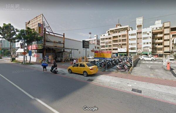 遠雄人壽1日公告,以3.1億元,出售一筆位於高雄火車站附近的土地加建物。圖片翻攝Google地圖