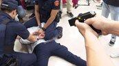鐵路警殉職後配發電擊槍 警政署:大膽用、勇敢用
